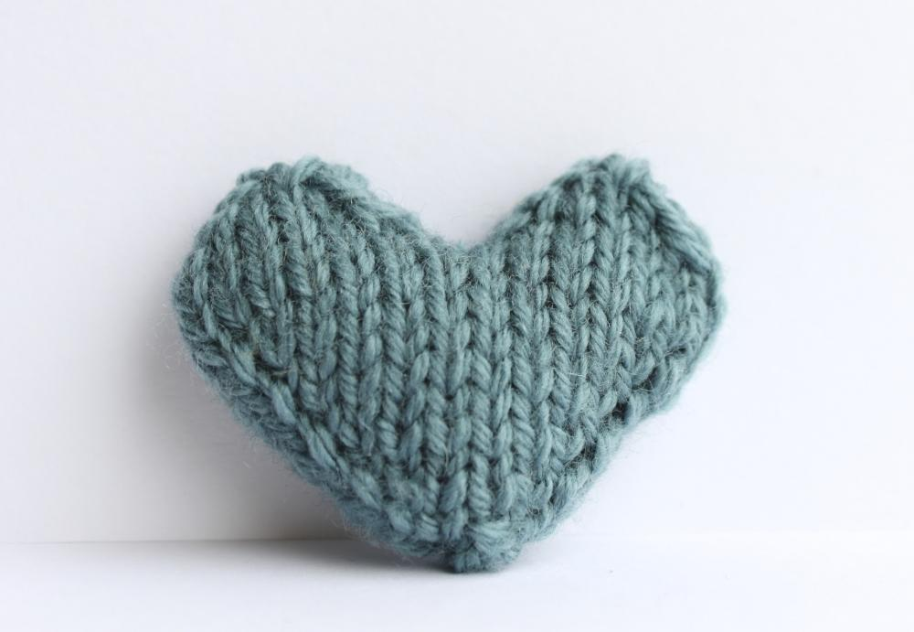 Heart pin brooch knitted in seafoam